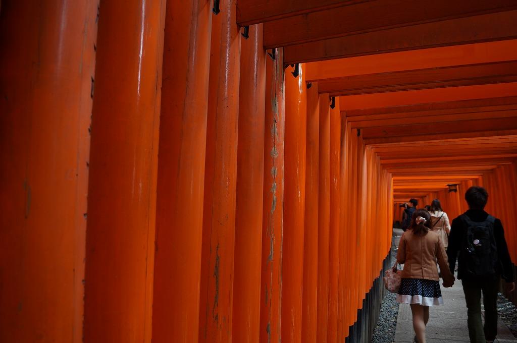 朱色の鳥居に思いを馳せる、京都伏見稲荷大社