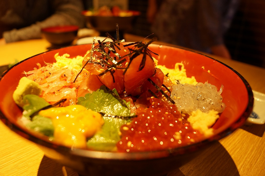 沼津漁港で食べる絶品海鮮丼