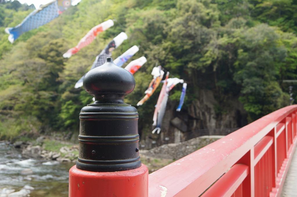 新緑の香嵐渓で五平餅を食べる