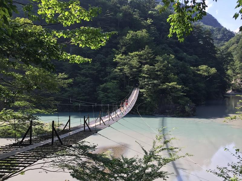 絶景!エメラルドグリーンにかかる夢の吊橋を見るため寸又峡ハイキング